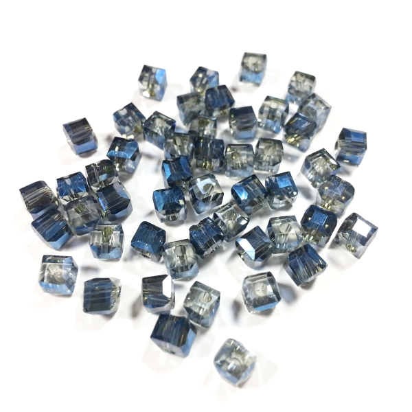 Cubes 4 mm indian sapphire AB (50 Stk.)